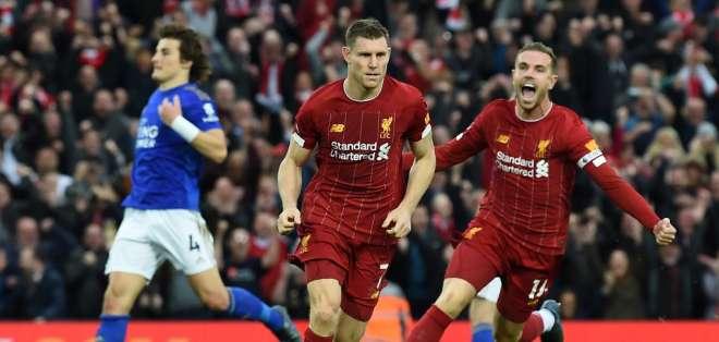 James Milner de penal dio el triunfo sobre el Leicester a los 95 minutos. Foto: PAUL ELLIS / AFP