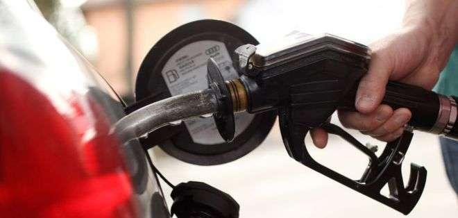 El precio de la gasolina varía significativamente entre un país y otro, principalmente por factores de subsidios o impuestos.