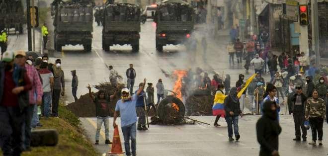 Indígenas burlan cerco militar y se dirigen a Quito. Foto: AFP
