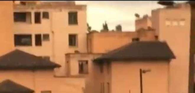 El hombre murió tras haber caído del puente peatonal de San Roque. Foto. Captura de pantalla