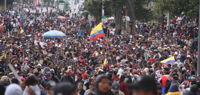 Cientos de indígenas presionan al Gobierno desde el centro de Quito. Foto: API