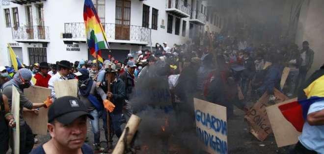 Manifestantes exigen derogatoria de decreto que elimina los subsidios a las gasolinas. Foto: API