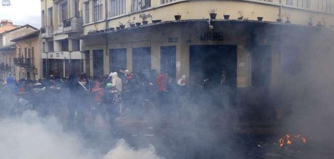 En la capital, hubo una nueva jornada de violencia cerca de Carondelet. Foto: API