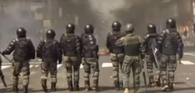 La Policía Nacional y FF.AA. detuvieron a manifestantes que querían llegara Guayaquil. Foto: Captura de pantalla