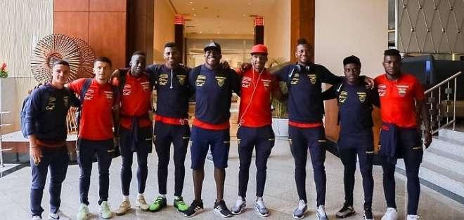 Jugadores de la Tri previo a su viaje a España. Foto: Twitter FEF.