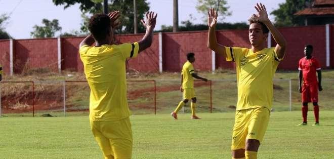 Jugadores ecuatorianos festejan el tanto del encuentro. Foto: Twitter FEF.