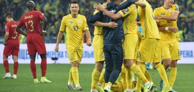 Jugadores de Ucrania celebran la clasificación. Foto: Twitter Ucrania.
