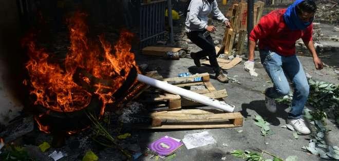 Decenas de cámaras de vigilancia fueron destruidas durante las violentas protestas. Foto: AFP