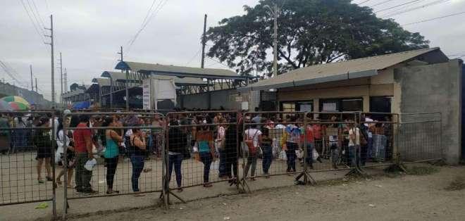 GUAYAQUIL, Ecuador.- El crimen sucedió en los exteriores de la Penitenciaría del Litoral. Foto: Diego Cuenca