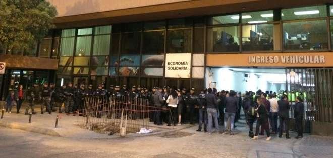 Policía y Fiscalía allanan Prefectura de Pichincha. Foto: Fiscalía Ecuador