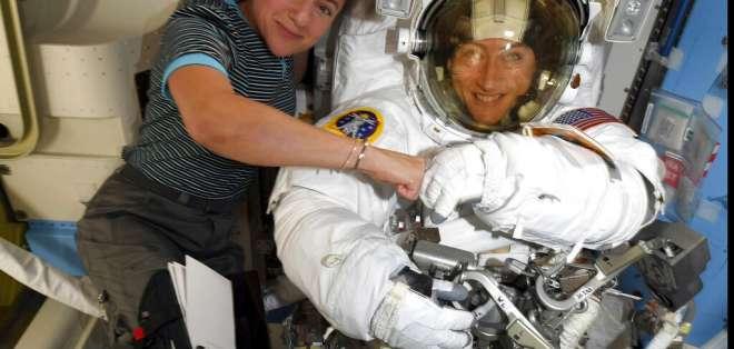 Realizan primera caminata espacial exclusivamente de mujeres. Foto: AP
