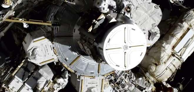 Realizan primera caminata espacial exclusivamente de mujeres. Foto: AFP