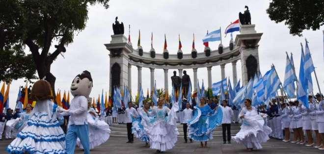Las actividades por la conmemoración de los 199 años de Independencia de Guayaquil fueron pospuestas por el paro.