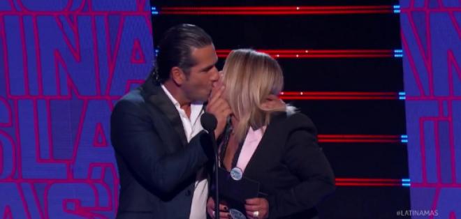 El beso de la doctora Polo y el Titi.
