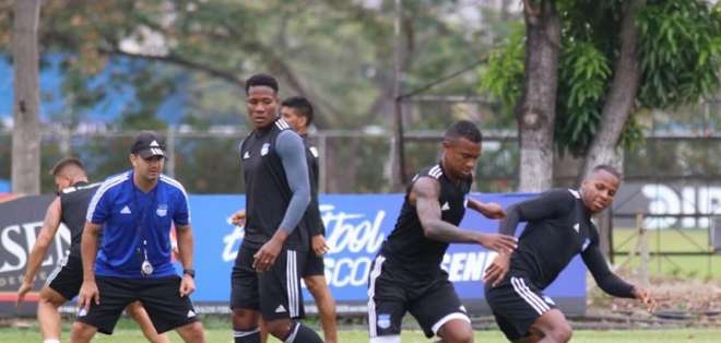 Jugadores de Emelec en una práctica en Samanes. Foto: Twitter Emelec.