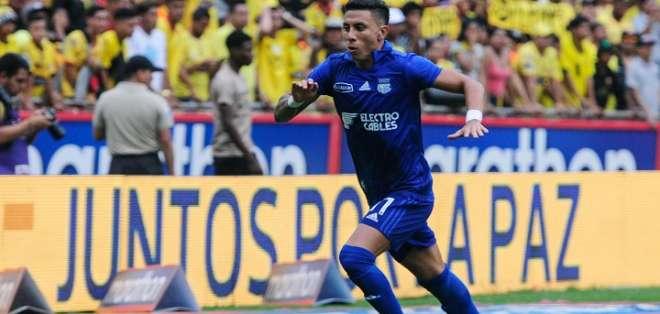 Joao Rojas celebra uno de sus goles. Foto: API.