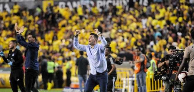 Ismael Rescalvo, entrenador de Emelec. Foto: API.