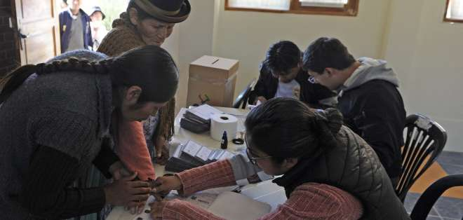 Los 7,3 millones de votantes bolivianos eligen, además de presidente y vicepresidente, sus 166 parlamentarios.