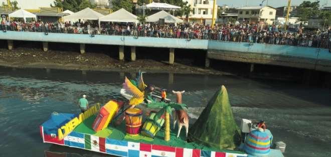 Desfile náutico reanudó las fiestas de independencia.