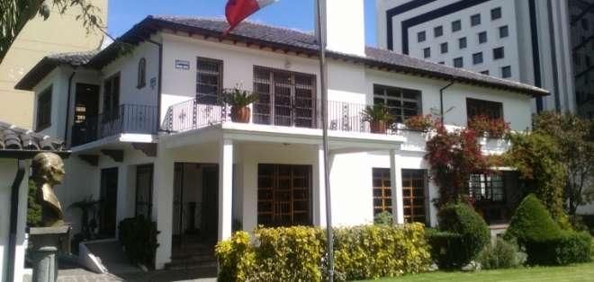 Asambleístas en embajada de México no recibirán sueldo.