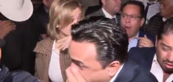La Presidencia de México dijo que habían dispersado una dosis moderada de aerosol defensivo natural en el ambiente.