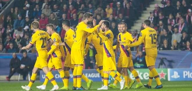 Messi festeja junto a Piqué y sus compañeros. Foto: Twitter FC Barcelona.