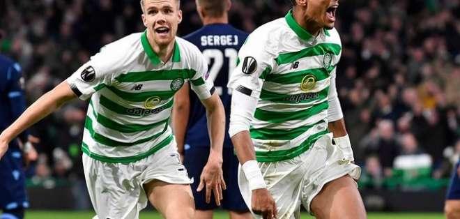 Christopher Julien (derecha), celebra el gol de la victoria. Foto: Twitter Celtic.