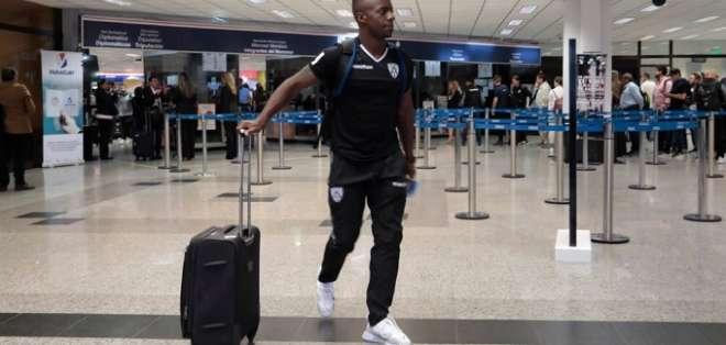 Cristian Dájome, jugador de IDV llegando a Asunción. Foto: Twitter IDV.