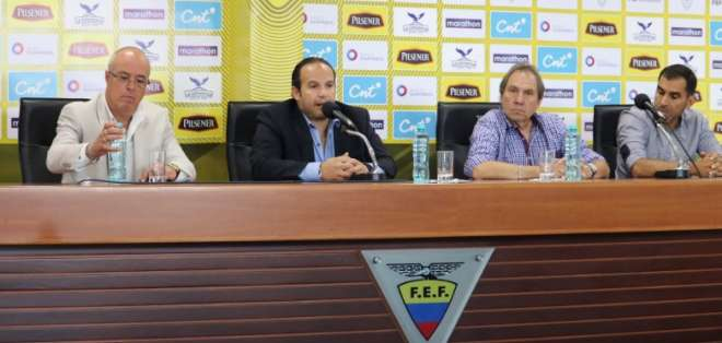 El entrenador Jorge Célico dio la lista de convocados para los duelos amistosos. Foto: Foto: @FEFecuador