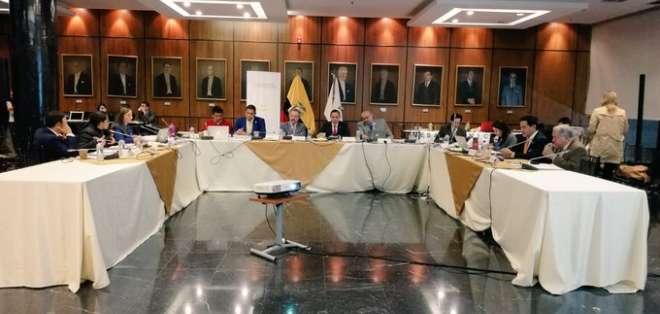 Pleno del Legislativo tiene plazo de aprobar normativa hasta domingo 17 de noviembre. Foto: Twitter Comisión Régimen Económico