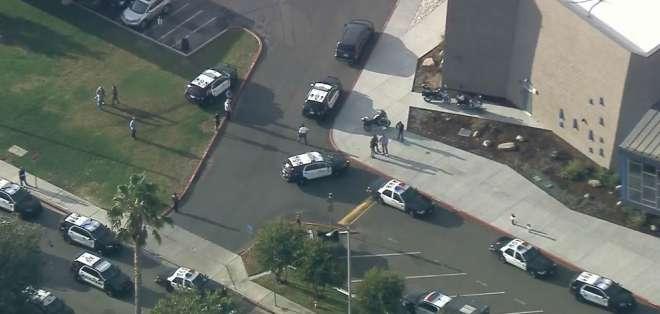 Varios heridos en tiroteo en una escuela de Los Ángeles.