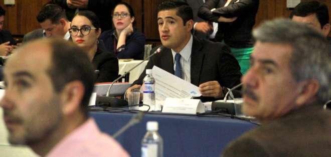 El ministro Richard Martínez durante su comparecencia en la COmisión de Desarrollo Económico. Foto: Ministerio Finanzas