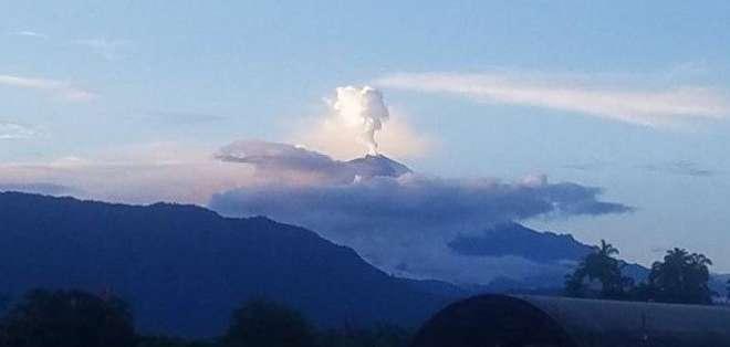 El proceso eruptivo del Sangay lleva ya 190 días, según Geofísico. Foto: Gestión de Riesgos