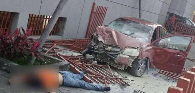PORTOVIEJO, Ecuador.- La mujer que provocó el accidente habría sufrido un ataque epiléptico. Foto: Cortesía