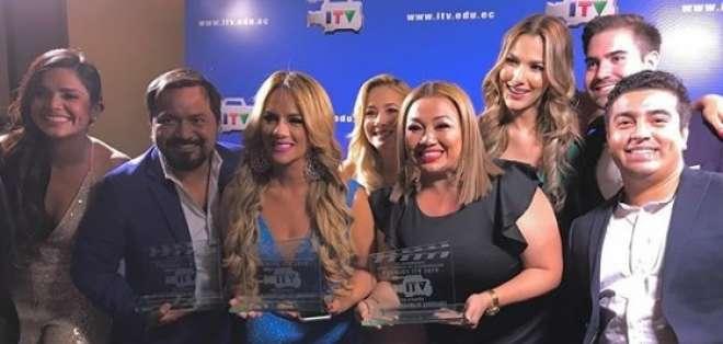 Equipo de En Contacto en premios ITV. Foto: IG