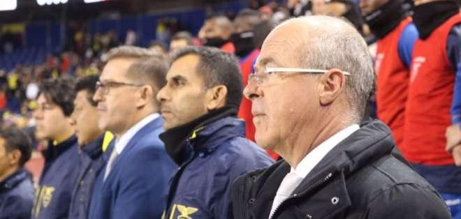 El entrenador argentino quiere seguir en la 'Tri', pero reconoce otras ofertas. Foto: Tomada de @FEFecuador