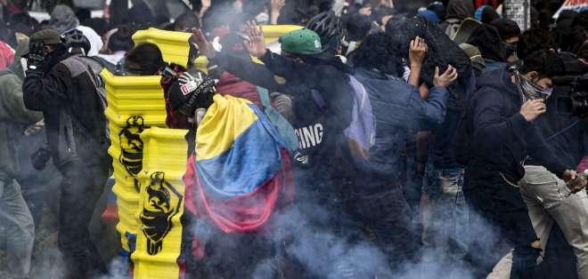 Enfrentamientos durante las protestas del jueves en Bogotá. Foto: AFP