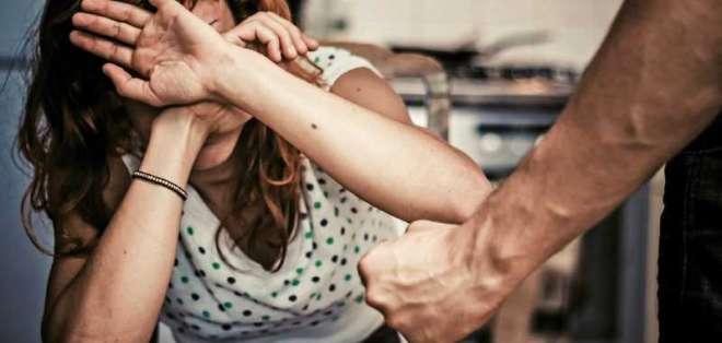 6 de cada 10 mujeres en Ecuador sufre algún tipo de violencia por parte de sus parejas. Foto: ING Image