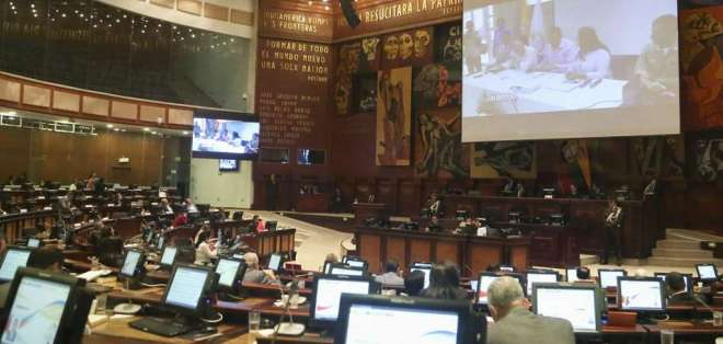 Titular de Legislativo, César Litardo, convocó al Pleno para las 15H00. Foto: Archivo / Flickr Asamblea