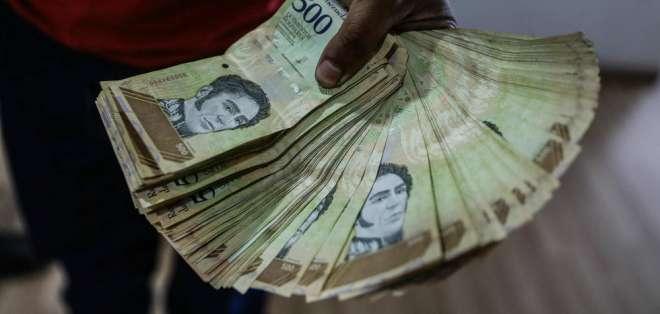 En un año de gobierno, Maduro ha impulsado cinco aumentos del salario mínimo.