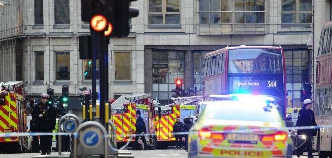 El atacante fue abatido por un grupo de peatones y por policías. Foto: AFP