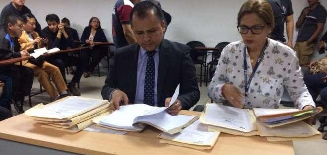 El fiscal, César Suárez, y la fiscal provincial del Guayas, Yanina Villagómez. Foto: Fiscalía.