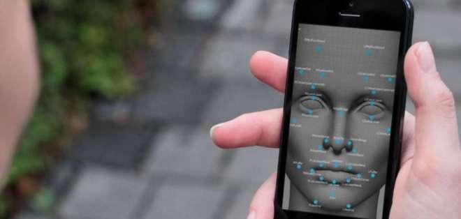 Las operadoras deberán recopilar los rostros escaneados de los nuevos usuarios de teléfonos móviles.