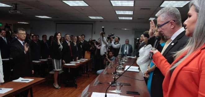 El director general, Pedro Crespo, tomó juramento a los nuevos miembros de la Corte Nacional de Justicia. Foto: @CJudicaturaEc