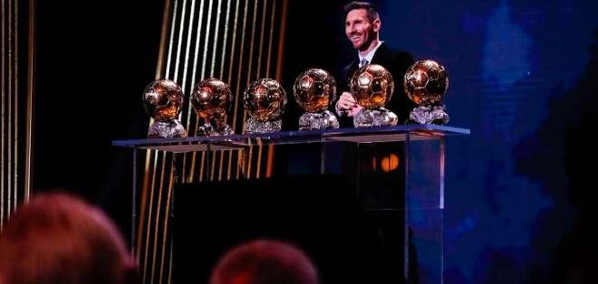 Messi junto a sus seis premios.