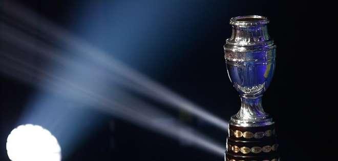 El trofeo de la Copa América que se entregará al campeón.
