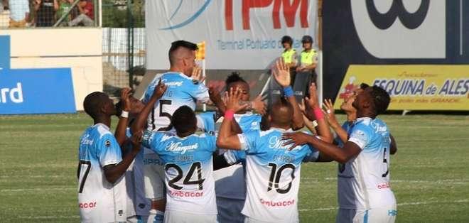 Jugadores de Macará celebran uno de los goles en el Jocay. Foto: Twitter Macará.