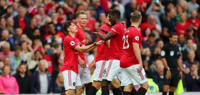 Jugadores del Manchester United, celebrando un gol.