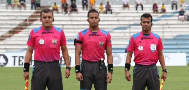 Marlon Vera, previo a un partido.