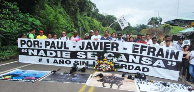 Parientes del equipo periodístico recorren Mataje, en Esmeraldas, en abril de 2019. Foto: @Sory_Constante